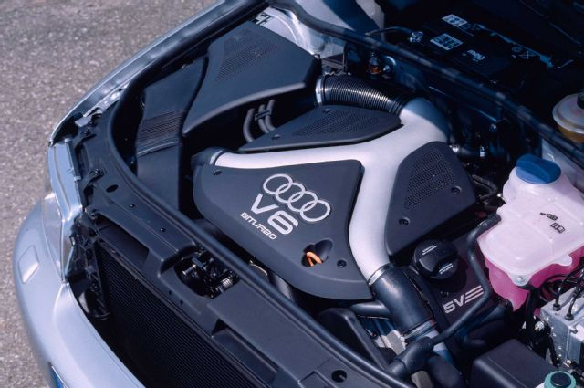 audi-b5-s4-engine-bay